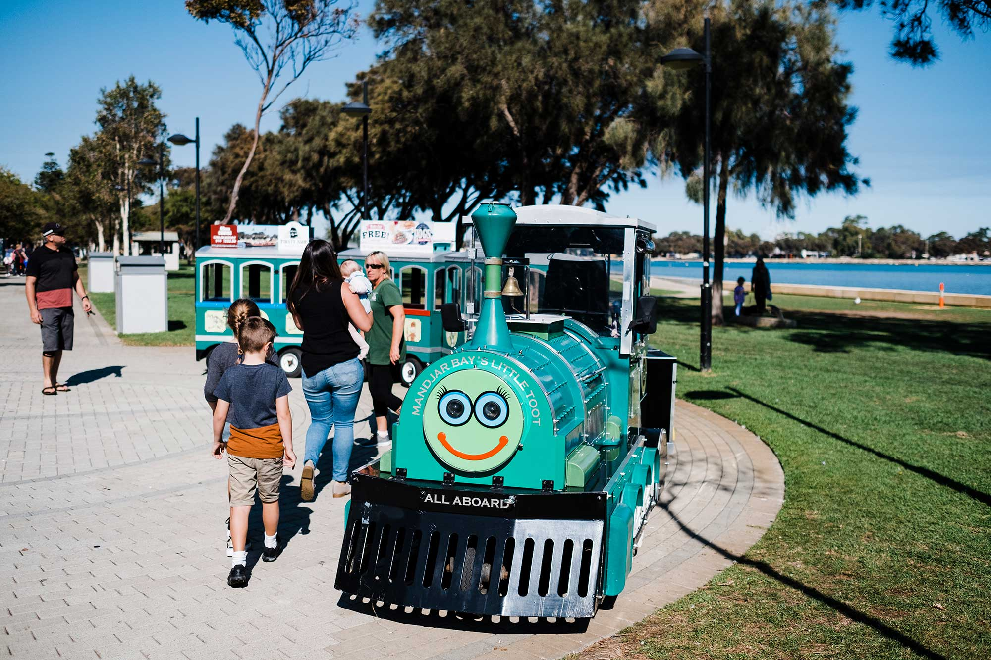 03-Tourist-Fun-Train-