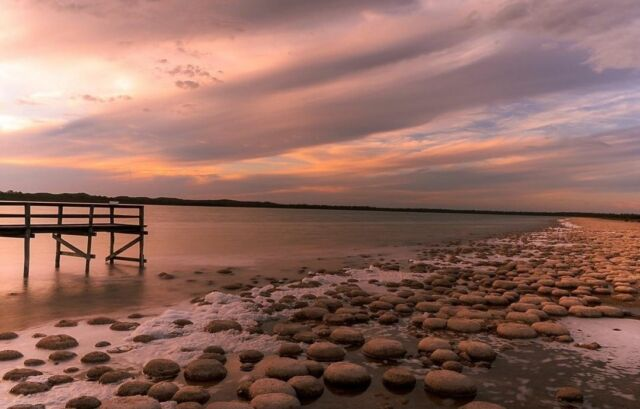 When you leave a beautiful place, you carry it with you wherever you go. Lake Clifton is one such place.  📸@Lewisdiep captured this twilight moment on a day trip from Perth.  #lakecliftonthrombolites #visitmandurah #mandurahmoment #relaxedwithnature #naturephotography #twilight #sunsetphotography #sundown #wanderoutyonder #justanotherdayinwa #perthnow