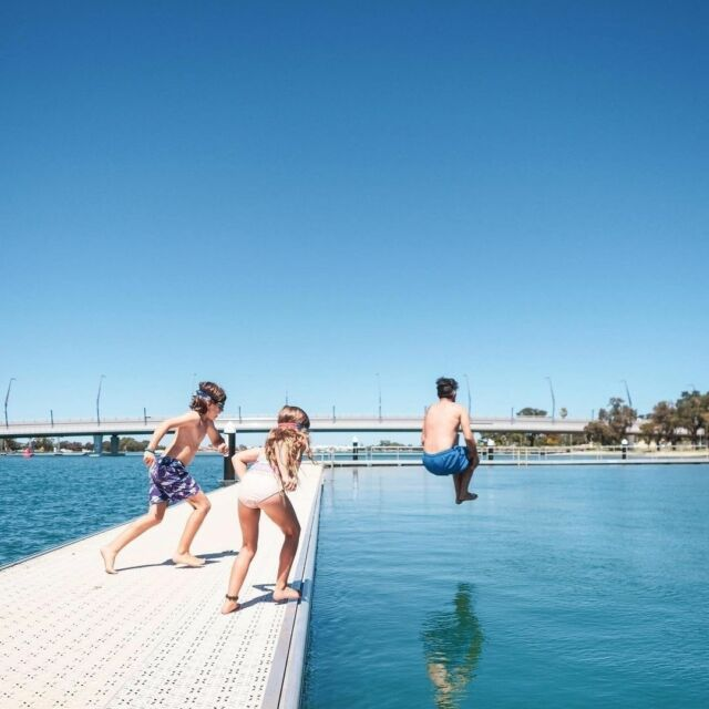 It's FRI-YAY, let's jump into the weekend!  📸 by @_dontwannagohome_   #visitmandurah #mandurahmoment