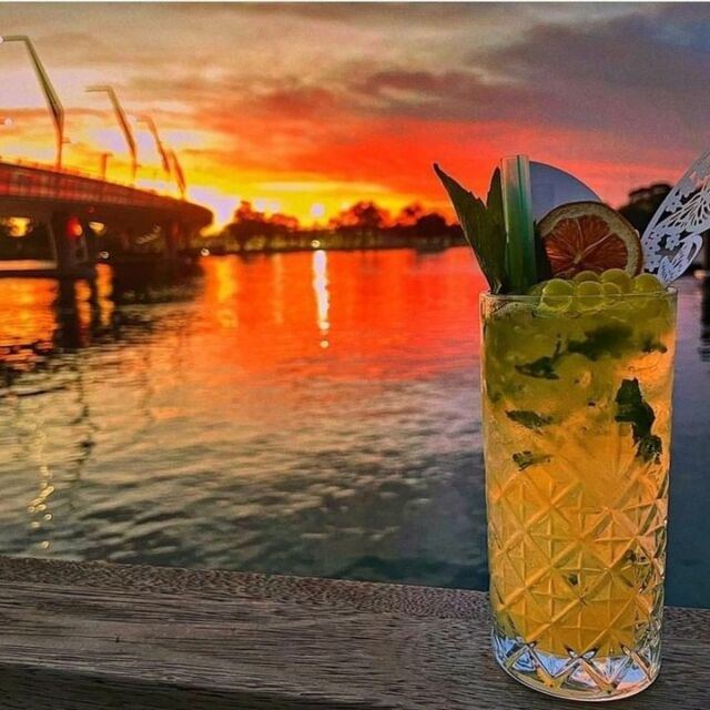 Sunset, sip and repeat!  Friday arvos are done right @bartherapymandurah.  #RelaxedbyNature #visitmandurah #perthisok #wanderoutyounder #holidayherethisyear #seeperth #destinationperth #drinks #travelgram #thisiswa #mandurahmoment